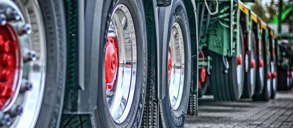 consejos-rueda-camion-transporte-frigorífico-mercancías